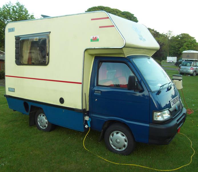 le camping car passe partout camping car pas cher pour les pas riches. Black Bedroom Furniture Sets. Home Design Ideas