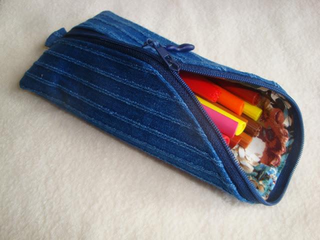 školní penál na fixy nebo pastelky, doma ušitý, zaoblený