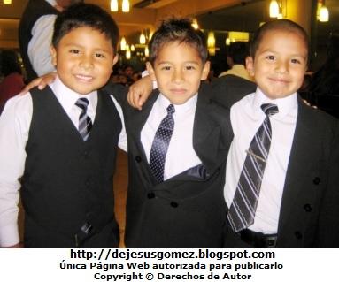 Niños felices en su fiesta de promoción. Foto de niños tomada por Jesus Gómez