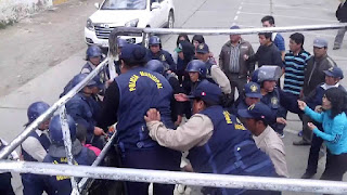 Dos policías municipales heridos en reordenamiento de calles