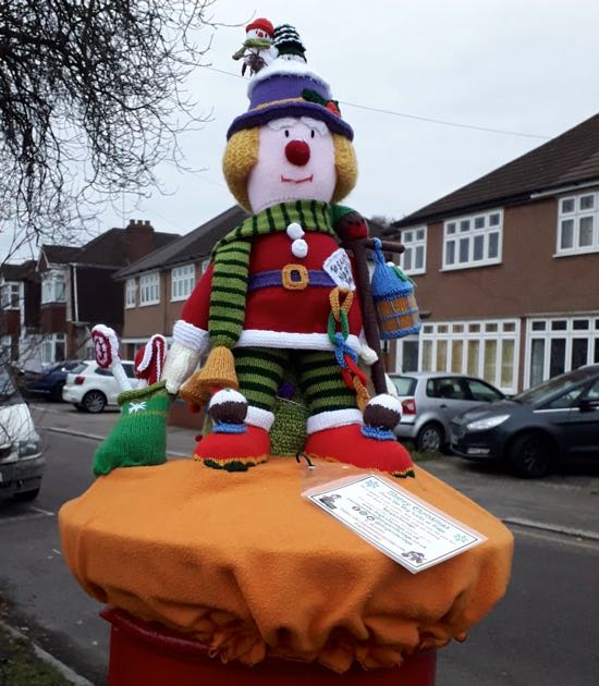 Christmas yarn bomb in Potters Bar