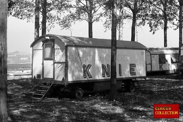 habitation du Cirque Knie  dans un sous bois
