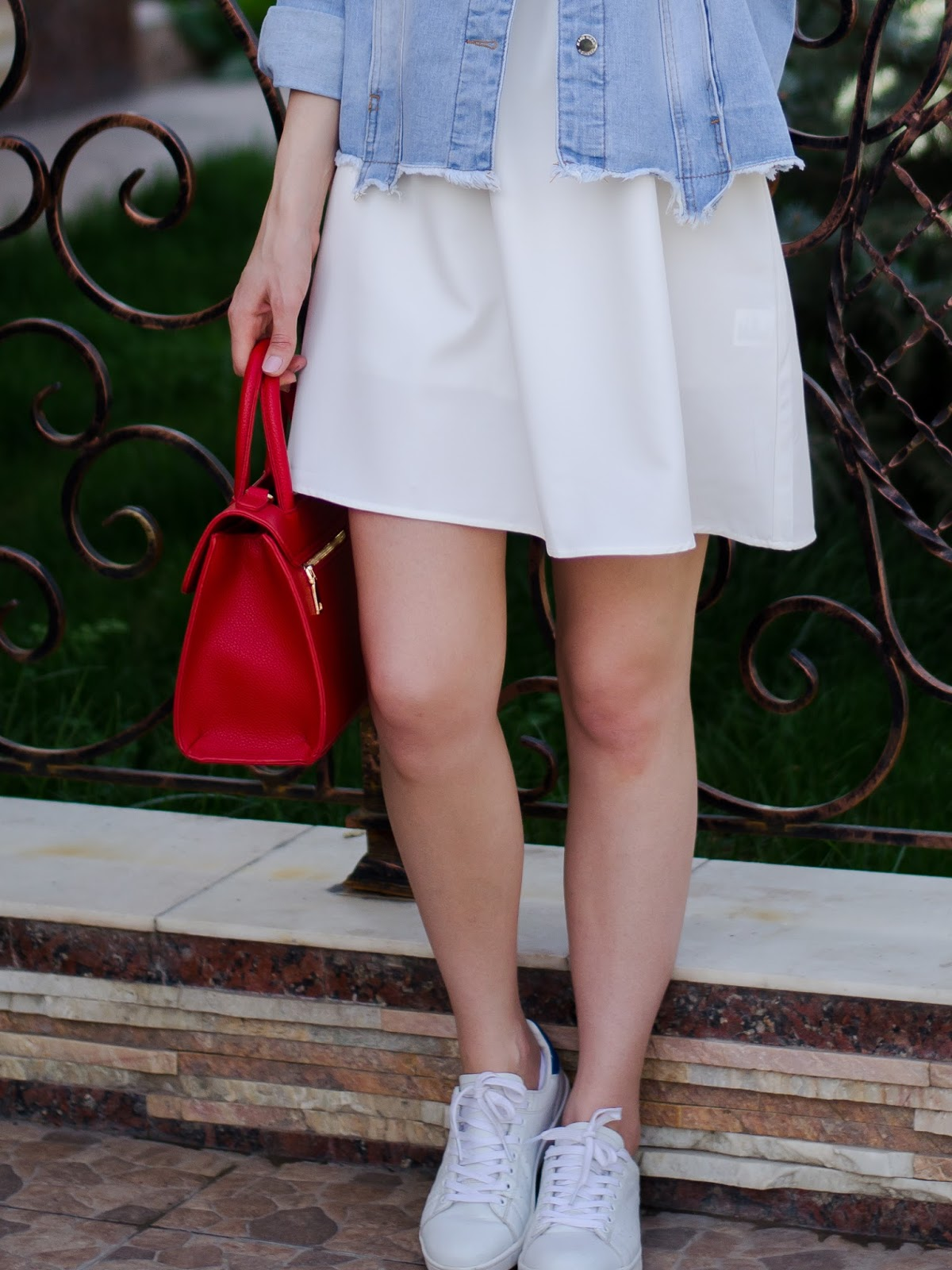 fashion blogger diyorasnotes diyora beta white mini dress denim jacket white sneakers red bag