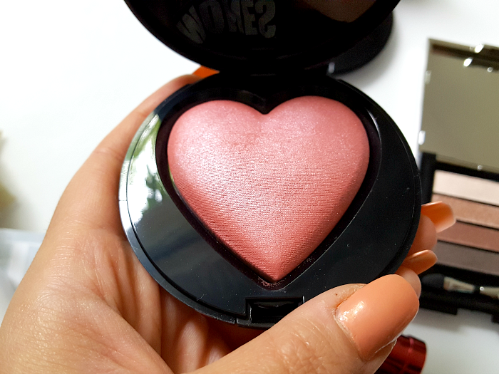 Mary Kay - Beauty that Counts Baked Cheek Powder - je 31.- Euro - Giving Heart