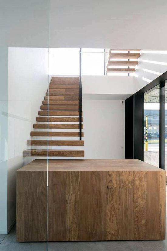 model tangga kayu unik