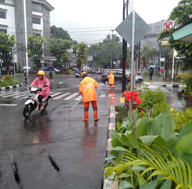 [FOTO] Bukti Komitmen Pasukan Oranye Menjaga Jakarta Tetap Bersih