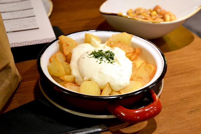 Dona-Camila-patatas-alioli