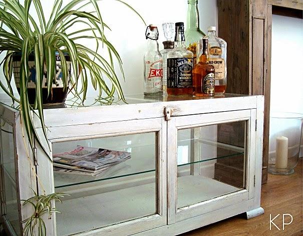 Mesitas vintage para televisor. Mesas de madera decapada para el TV.