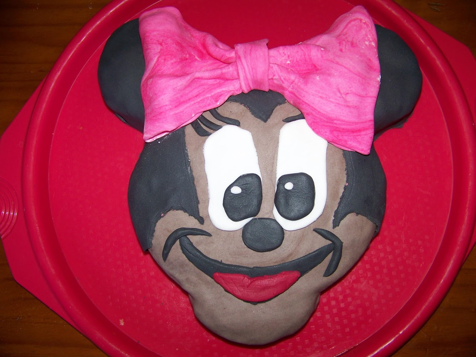 A Pretty Talent Blog Baking and Decorating a Minnie Mouse Cake Part 2
