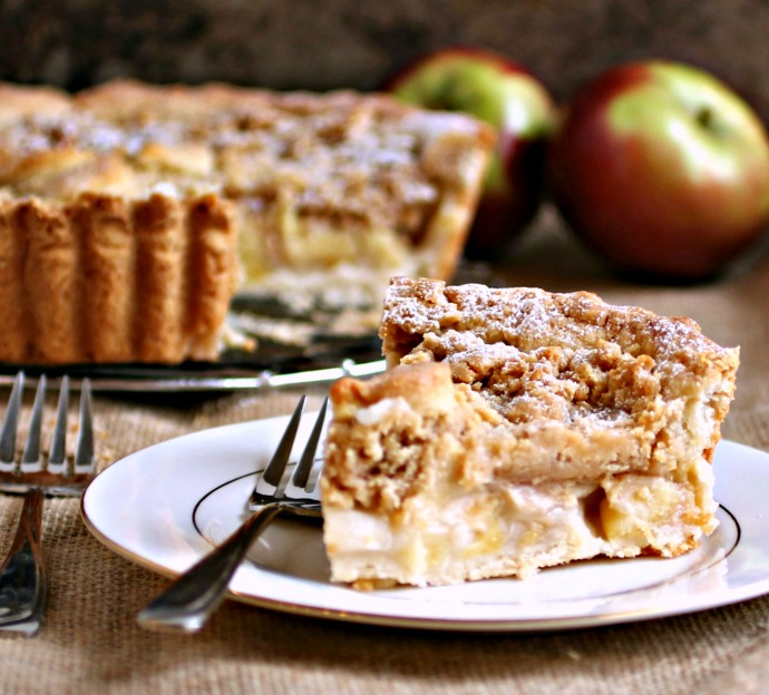 Deep-Dish-Dutch-Apple-Pie-with-Peanut-Butter-Streusel