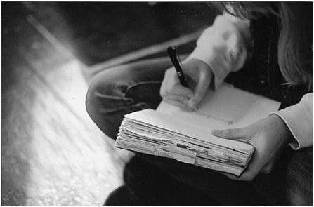 sevgiliyi düşünüp mektup yazmak