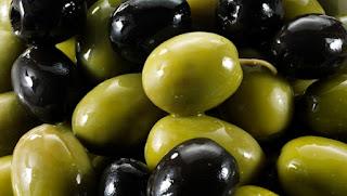 Σε τι διαφέρουν διατροφικά οι πράσινες και οι μαύρες ελιές