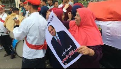 مواطنون يخرجون للشوارع احتفالا بفوز الرئيس السيسى بفترة رئاسية ثانية