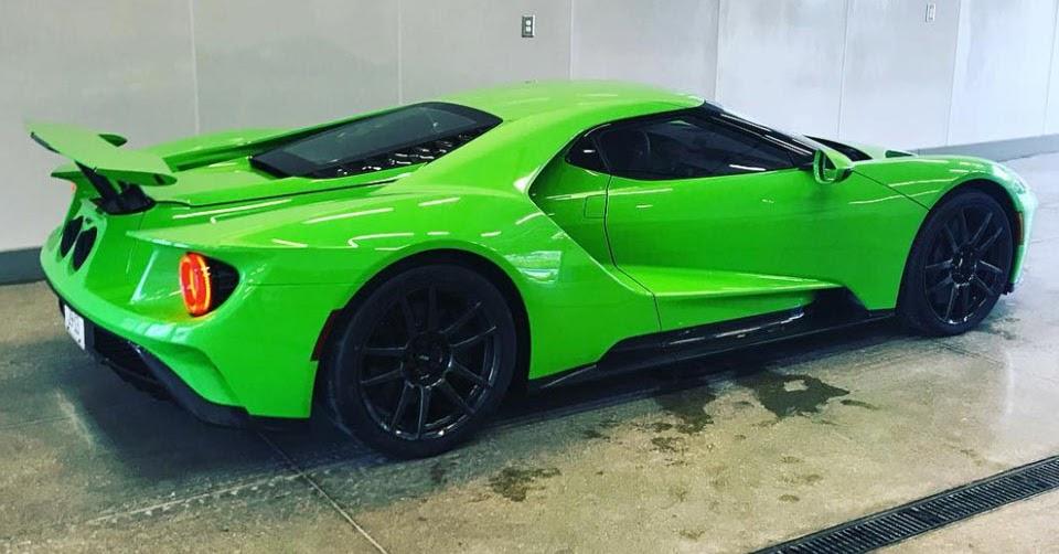 Ford Gt Gets Lamborghini S Verde Mantis Paint