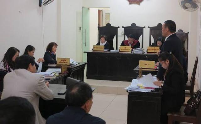 HĐXX tuyên bố tạm dừng phiên tòa xử vụ kiện Bộ trưởng Bộ GD&ĐT