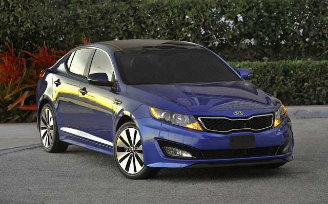 Front 3/4 view of blue 2011 Kia Optima Turbo