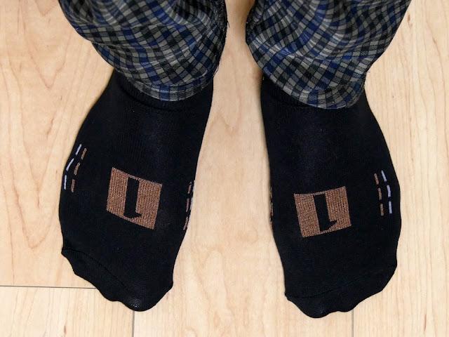 Amazonで衝撃的な価格の靴下と●●に直接つける傘を発見。この価格・・・どうなっているのかな。
