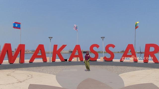 Anjungan Makassar di Pantai Losari