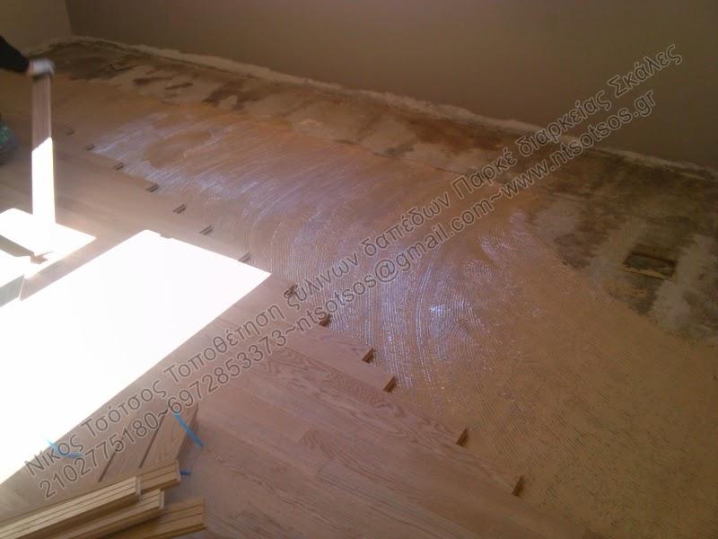 """Ξύλινο πάτωμα """"κολλητό"""" σε τσιμεντοκονία"""
