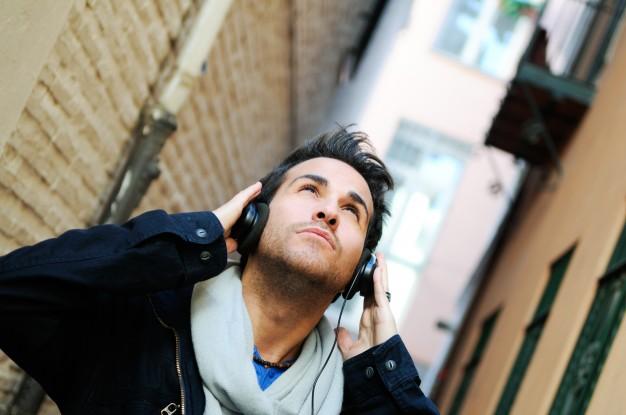 massbateria-escuchando musica