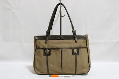 made in ITALY Brown zipper tote. Material   canvas   genuine leather  Trimming   handle. Size   P32 X T23 X L11 Tas ini menggunakan zipper  closure 601d03ecc2