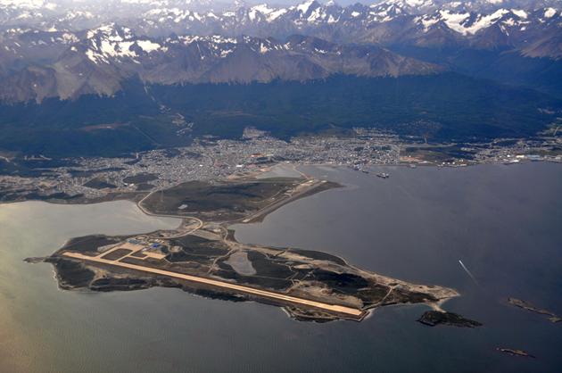Vista do Aeroporto de Ushuaia e a cidade