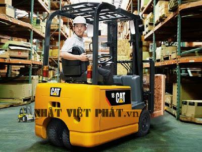Xe nâng Caterpillar chạy điện ngồi lái 3 bánh