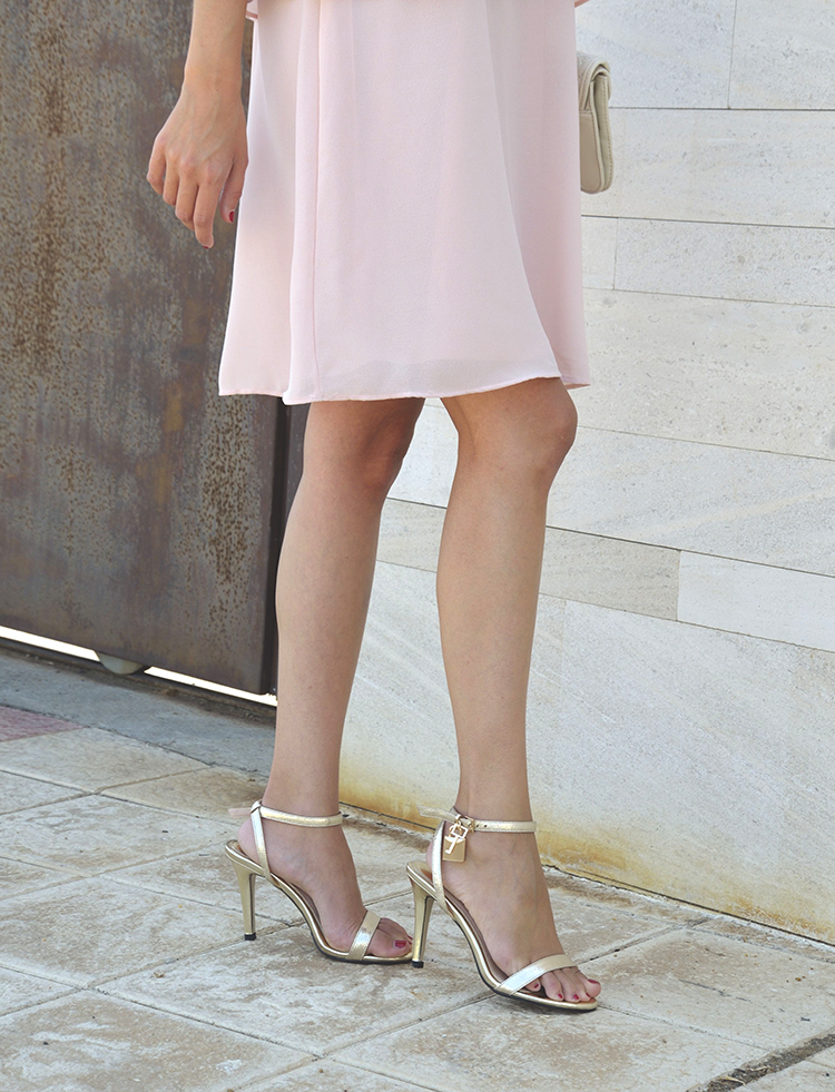 look_verano_summer_outfit_pink_dress_gold_sandals