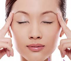 Chuyên gia hướng dẫn cách bấm huyệt chữa sụp mí mắt 2