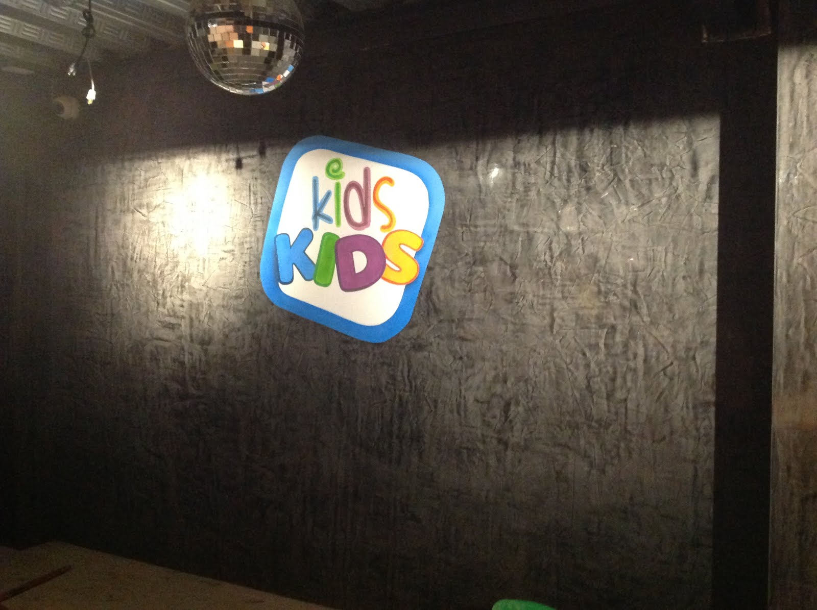 DECORACION SALON DE FIESTAS KIDS-KIDS