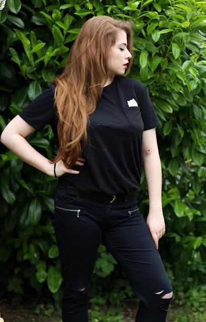 tenue noire t-shirt chat blanc