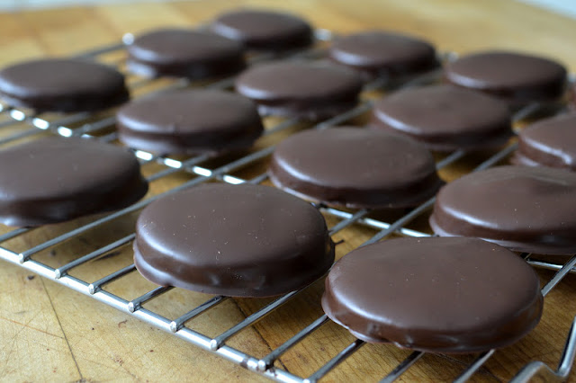 To-die-for Homemade Thin Mint Cookies - even better than the Girl Scouts original!
