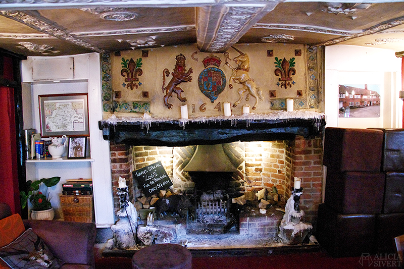 aliciasivert alicia sivert sivertsson london semester utflykt att göra äventyr resa the kings lodge leavesden 1642 fireplace eldstad