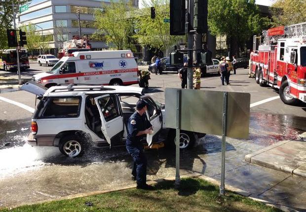 suv car crash modesto downtown 17th street minivan