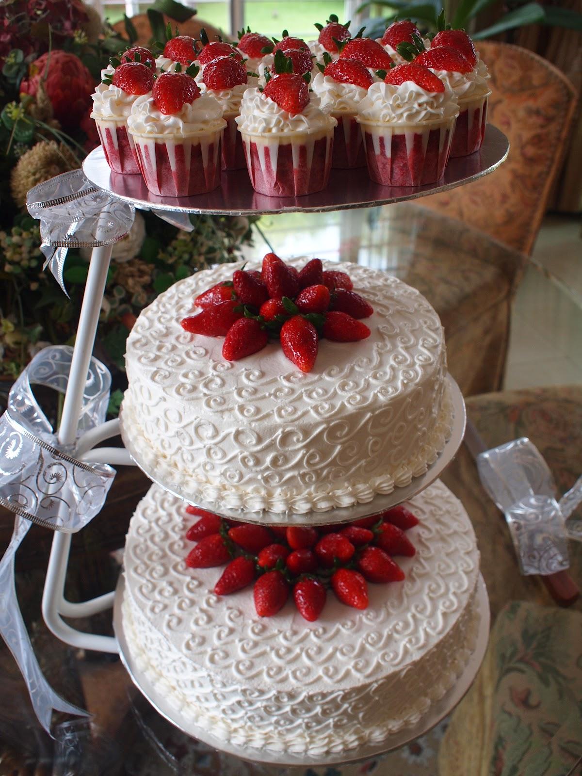 Red Velvet Wedding Cakes N Cupcakes