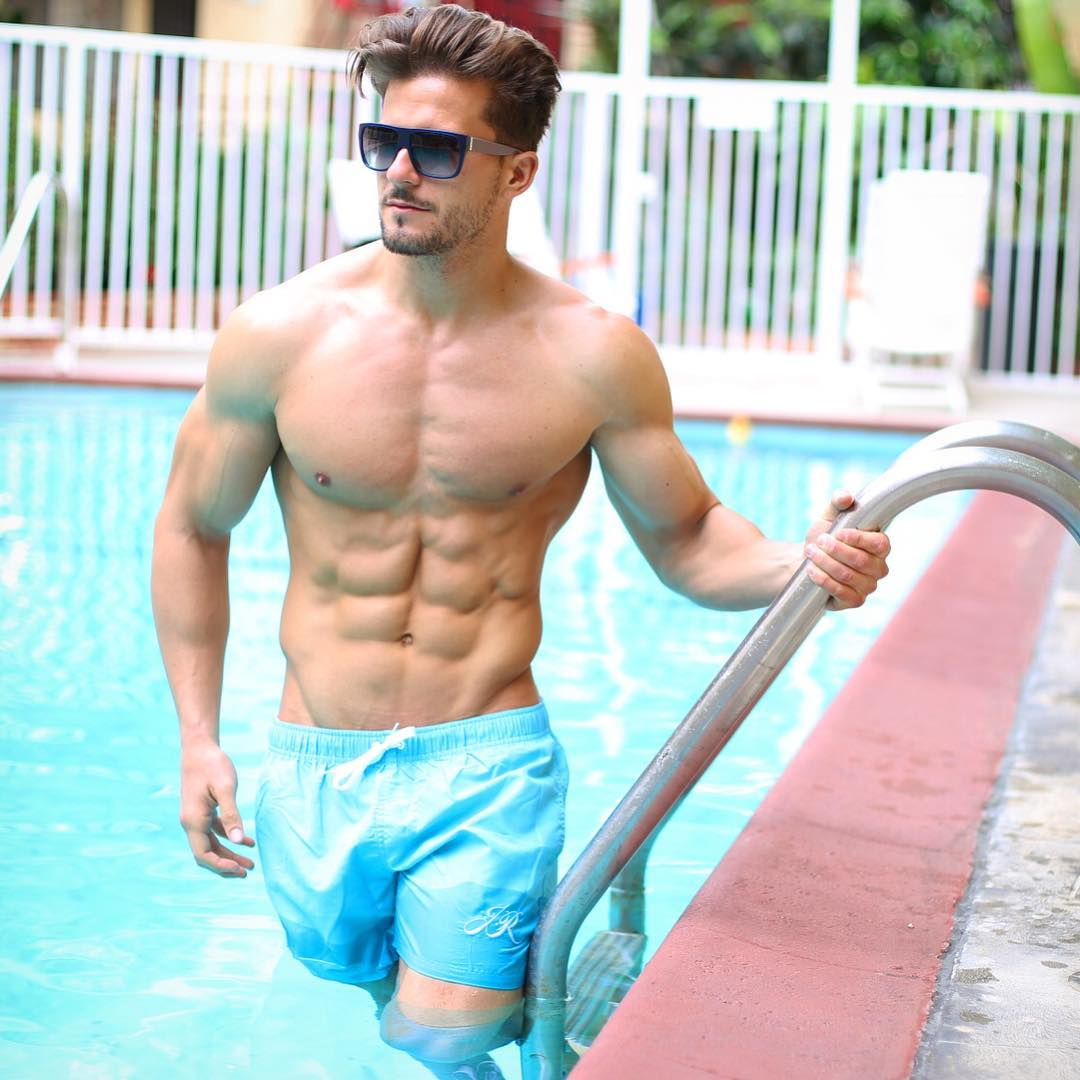 AntonioPozo-sexy-shirtless-photo-pool