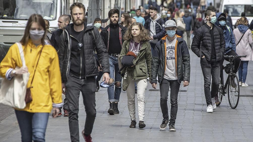 Francia: el Gobierno pidió prudencia tras las aglomeraciones en calles y trenes