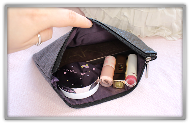 Hera Hexagon Cosmetic Pouch 헤라 육각형 화장품 파우치 honeycomb honey beauty blog blogger korean kbeauty bag