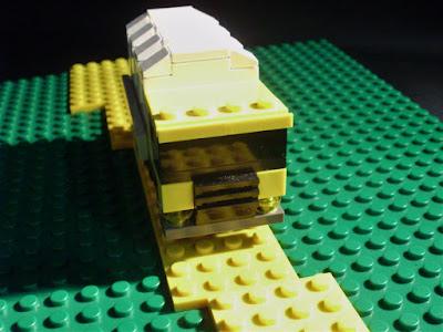 MOC LEGO camião amarelo (versão todo-o-terreno)