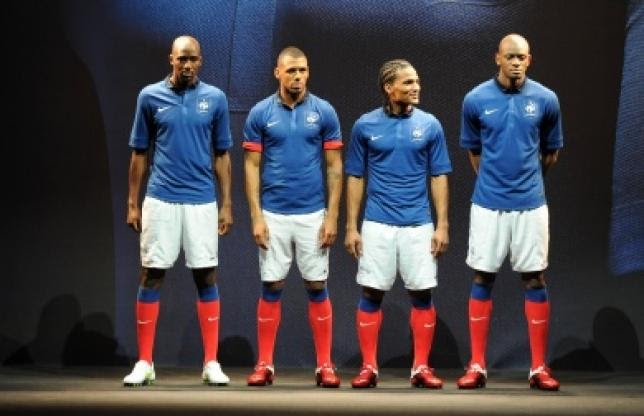 Nike dévoile le maillot Collection Black FFFFoot Mercato