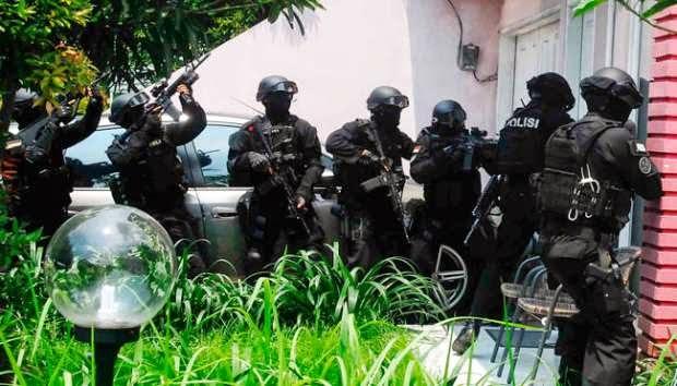 Teror ke Jokowi dan Penggerebekan Tiga Lokasi