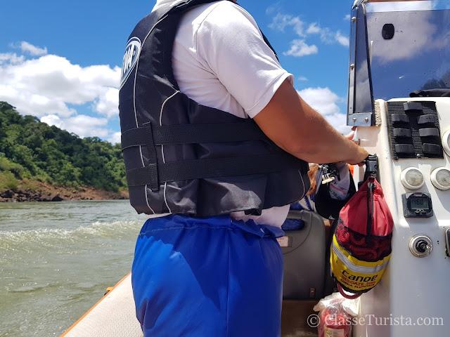 Macuco Safari - Funcionário atrapalhando a visão