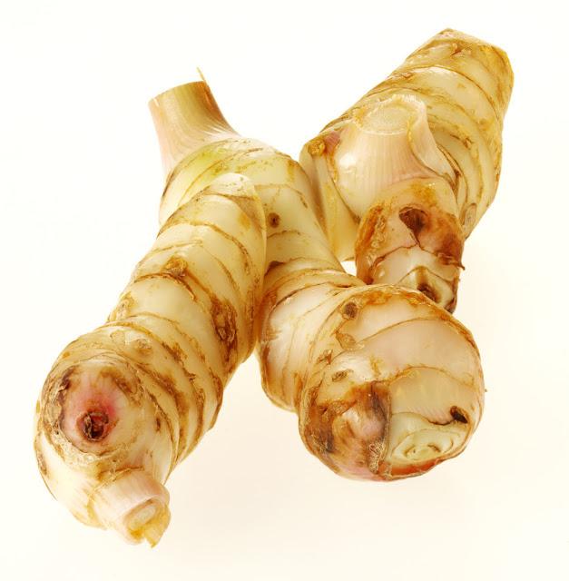 Lengkuas mempunyai sejumlah zat yang sanggup bermanfaat bagi kesehatan badan 35 Khasiat dan Manfaat Lengkuas Selain Sebagai Bumbu Masakan