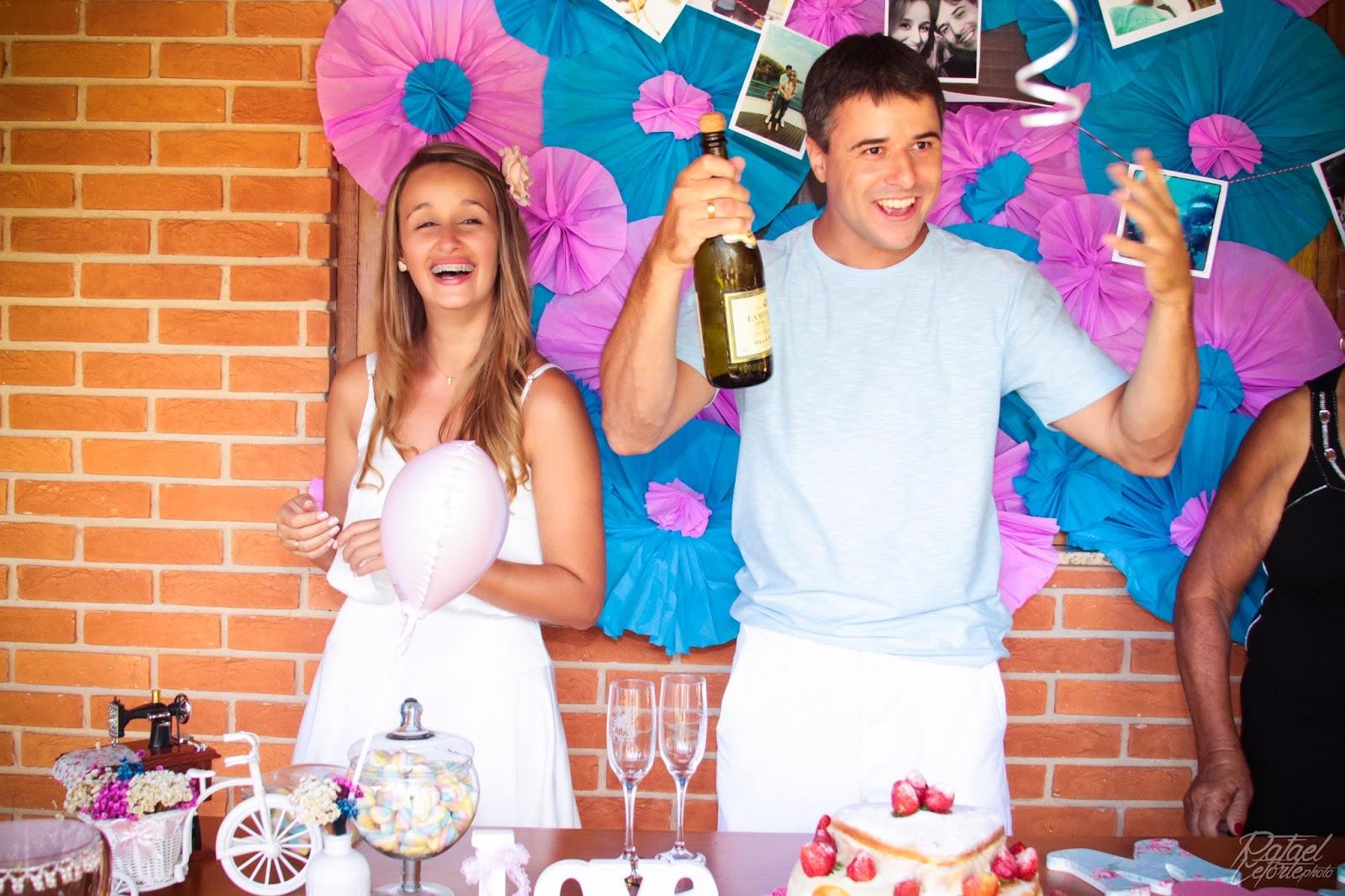 noivado-rosa-azul-noivos-brinde