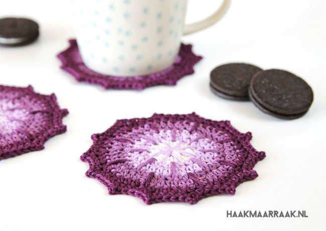 Small crochet projects, 1 ball crochet projects. Coaster by Haak maar raak | Happy in Red