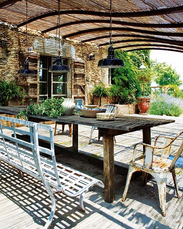 comedores de verano bajo el porche