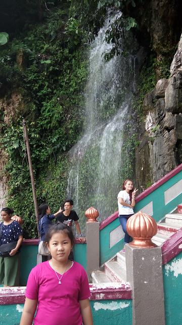 Air terjun di lokasi wisata batu caves malaysia