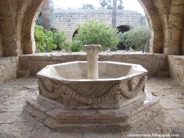 Монастырь Айя-Напа - внутренний дворик