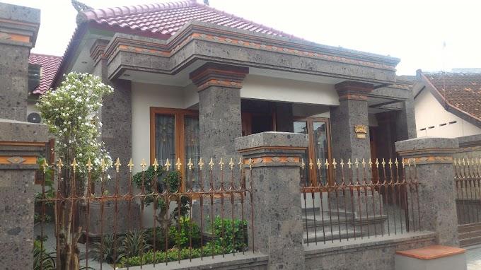Rumah Mewah Bangunan Ornamen BALI FULL Fasilitas pinggir jalan Kawasan Elite Tengah Kota BACIRO