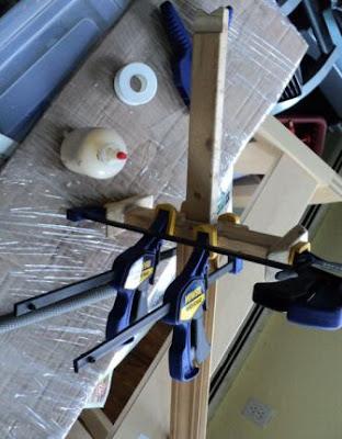 4 kayu di lem dan dipress jadi pedang